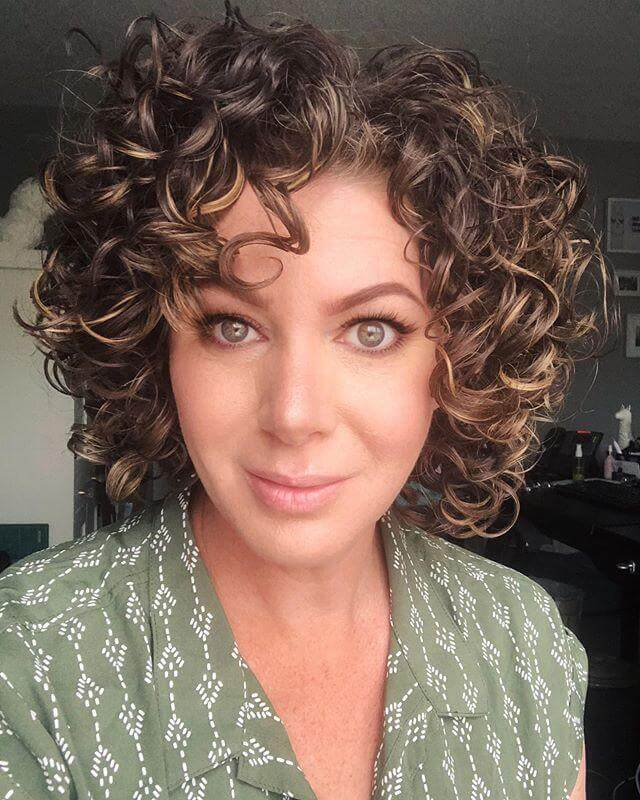 Short Haircuts For Curly Hair – 15+